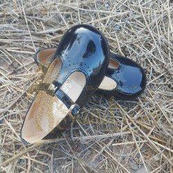 Pepito de charol azul marino con picado